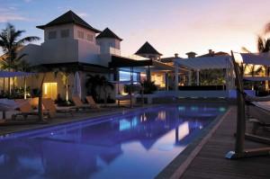 The Veranda's oceanfront pool/lounge area.